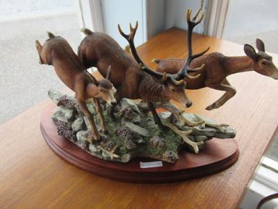 Border-Fine-arts-Figure-of-Deer