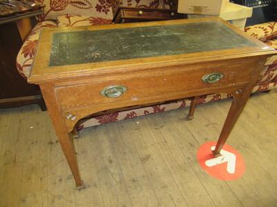 Vintage-leather-topped-oak-desk