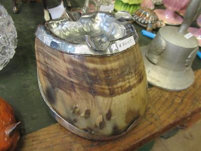 Horseshoe-ashtray
