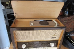 Grundig-8079-radio-with-in-built-record-player